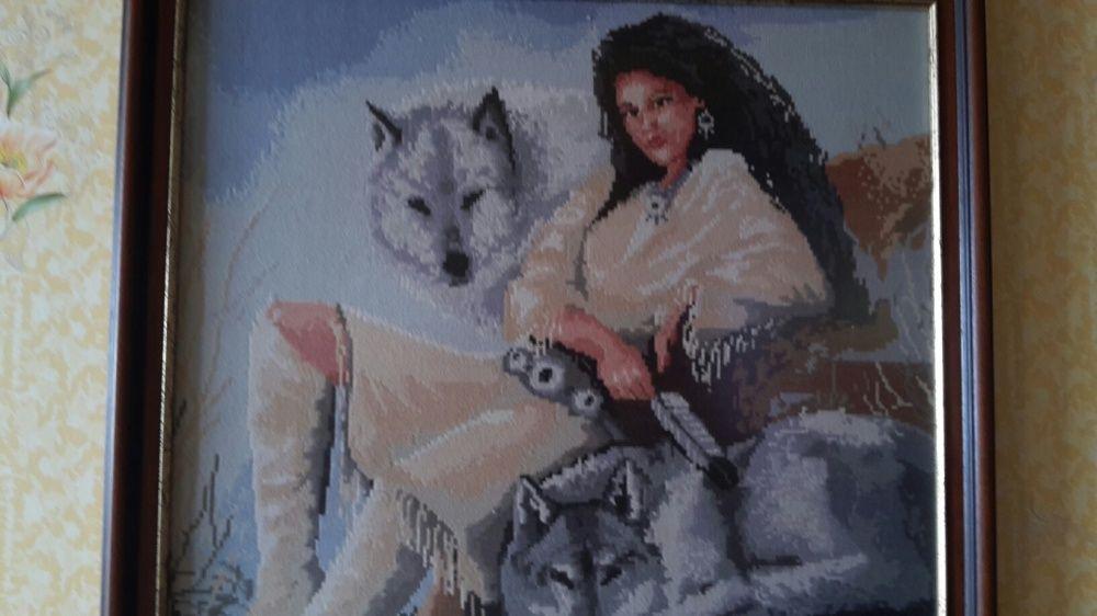 """Ръчно бродиран гоблен """"Индианката със Сивите вълци """""""