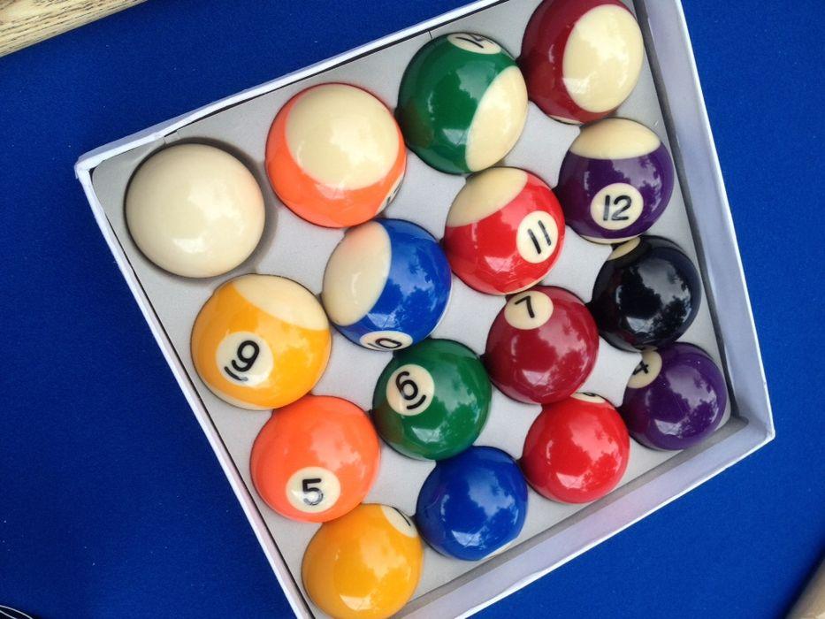 Vendo bolas de bilhares na caixa por extreiar