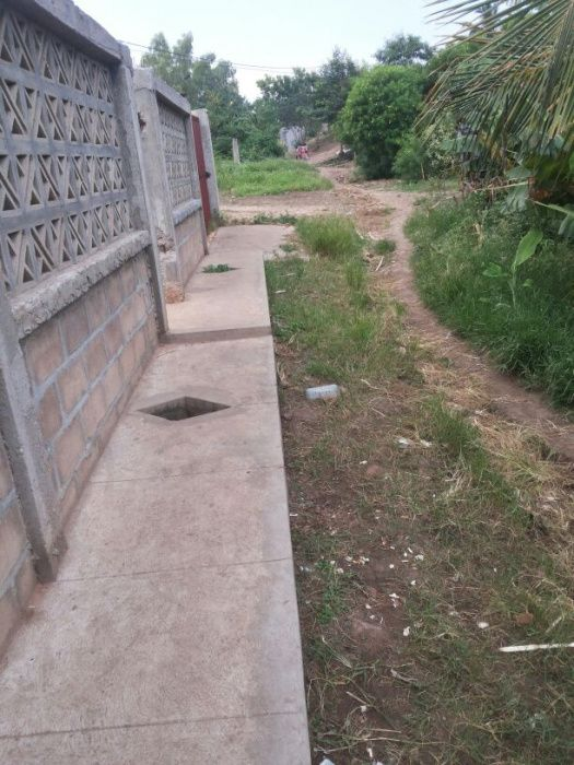 Vendo uma casa inacabada e uma dependência tipo 1 suite na de ISTEG Machava - imagem 1