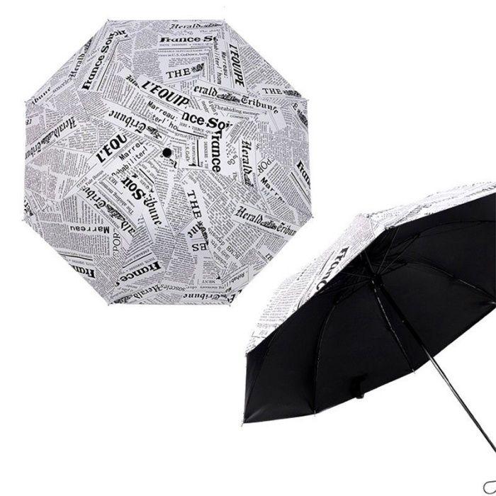 Umbrela de ploaie cu impimare ziar cu fond alb. Model Paris 2018. Noua