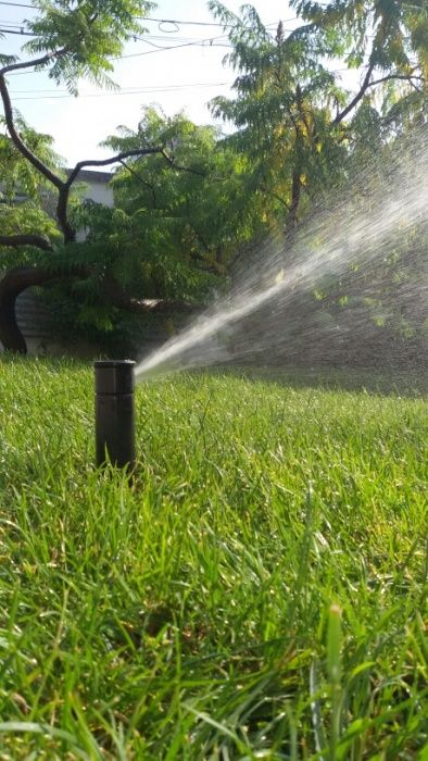 Sistem de irigații gazon