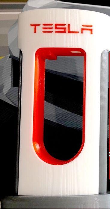 Tesla Supercharger pentru telefon