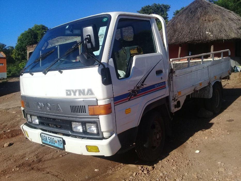 Vendo Toyota Dyna de 1.5 Ton, em boas condições, a viatura semi-nova