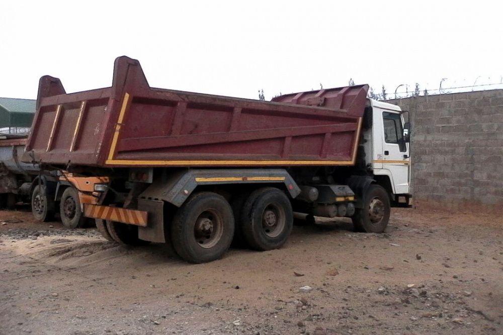 Camião basculante: Marca: Volvo   18 m³   Super Operacional