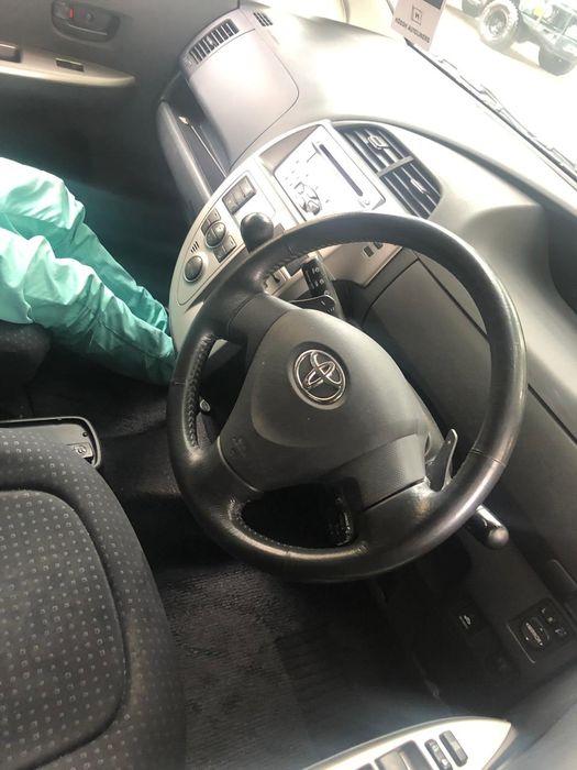 Toyota Ractis 2008/9 Sommerschield - imagem 2