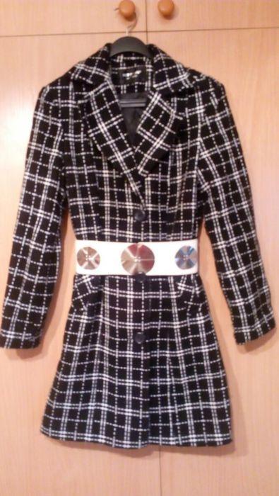 Чисто ново дамско, българско палто с вата и колан