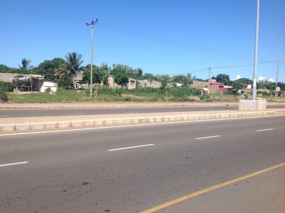 maputo-xihango . na berma da estrada. 45/60m=4.000.000mt negociaveis. Bairro Central - imagem 3