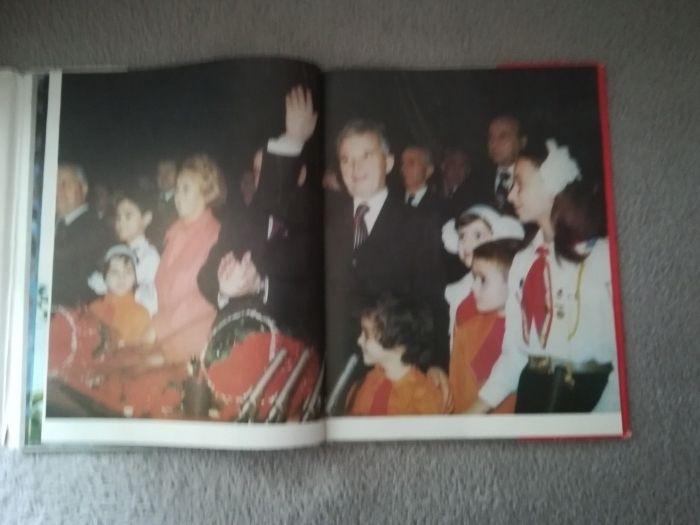 Omagiul dragostei nemarginite, pionieri, Ceausescu, comunism, colectie