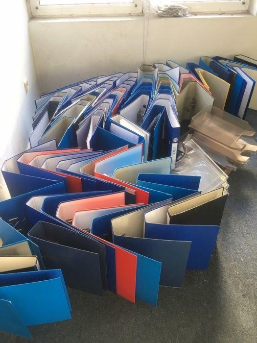 Папки и пластмасови поставки за документи