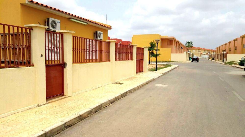Arrenda-se Vivenda T3 Condomínio Acacias Vilas Prestigio