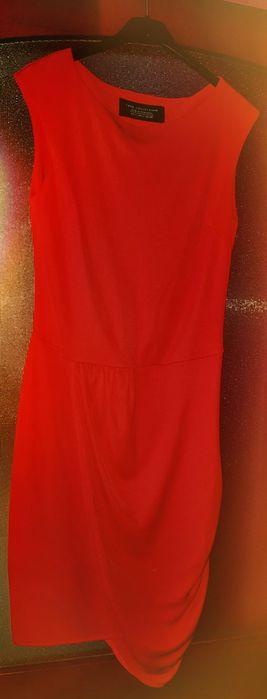 Rochie roșie Zara, model deosebit