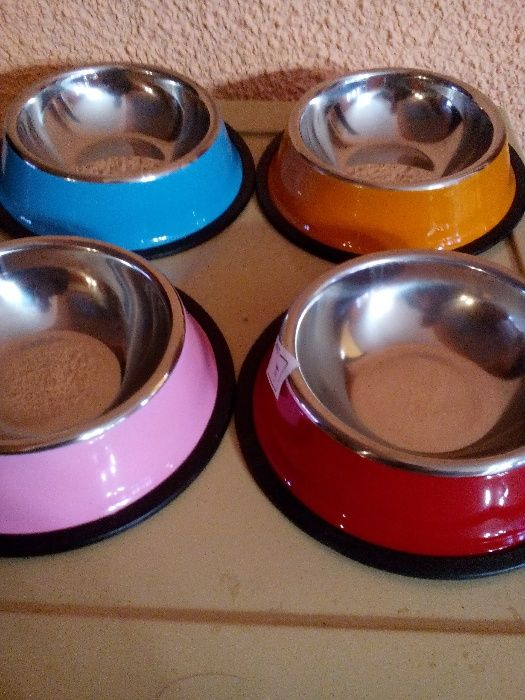 Метални неръждаеми купички с гумена подложка