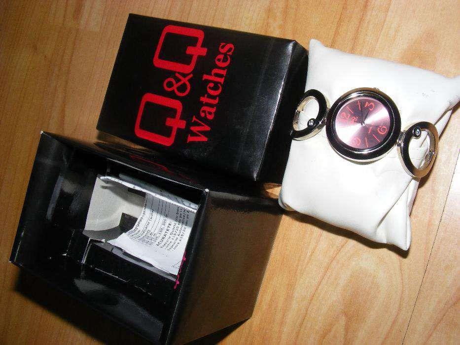 Ceas vintage original in cutie originala nefolosit,ceas dama mana Q&Q