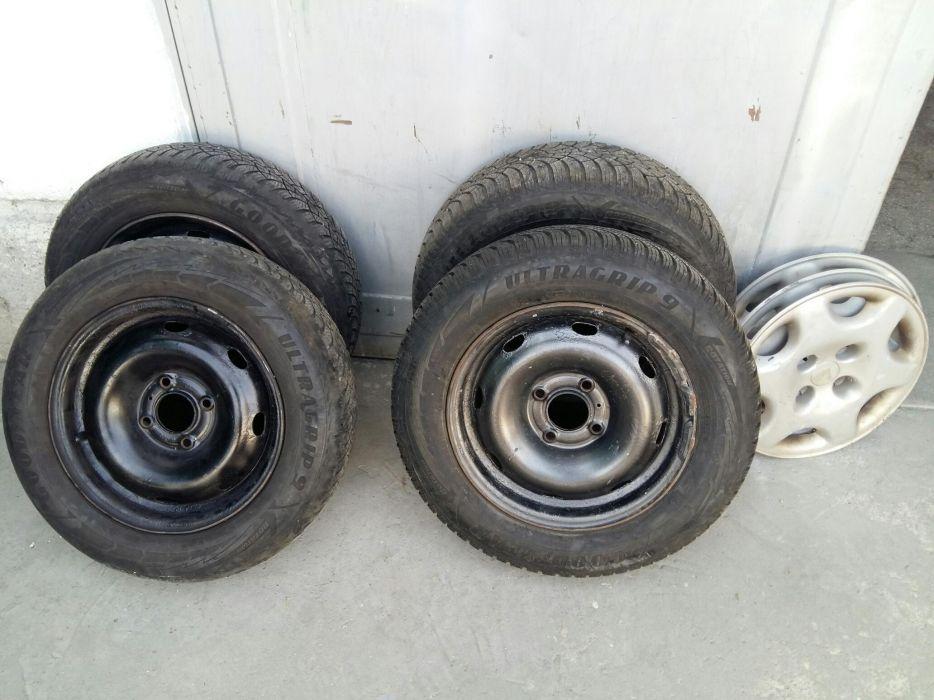 4 броя зимни гуми Goodyear ultragrip 9 .175 /65 /14 на джанти