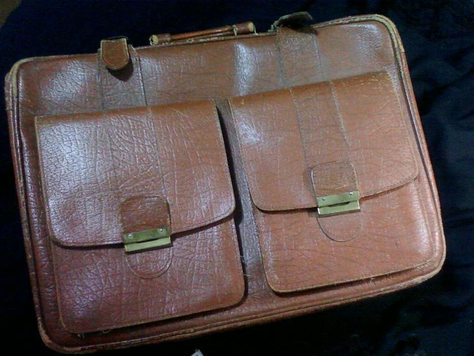 Чемодан - сумка средних размеров 100% Кожа натуральная.1960-х годов