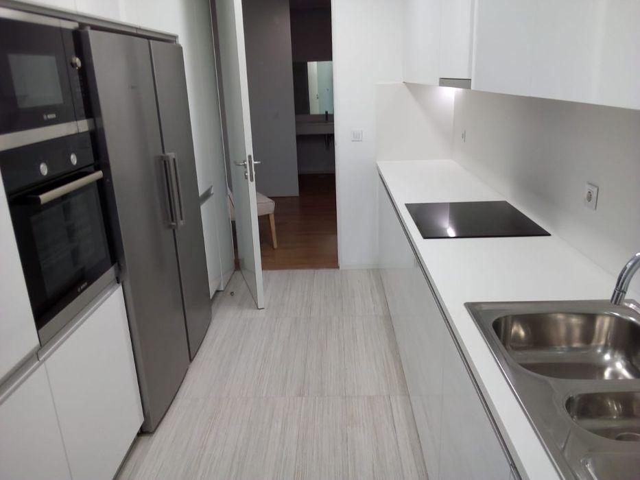 Apartamento novo t4 mobilado, bem p/trás da Presidência da República!