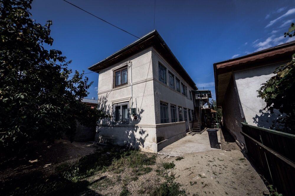 Casa + teren de vânzare