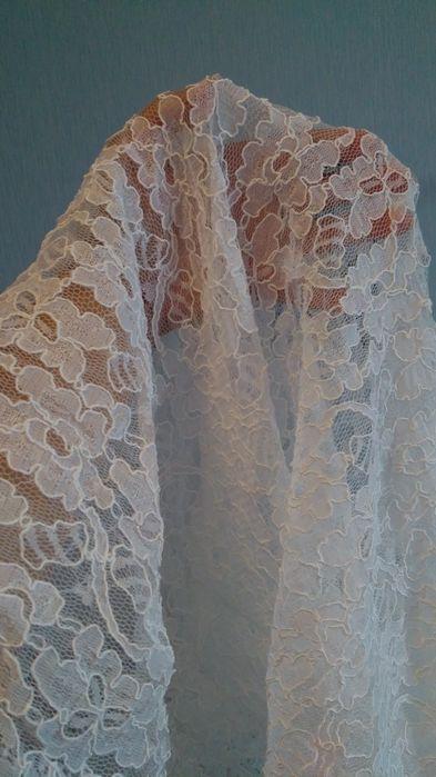 Дантела за булчинска рокля