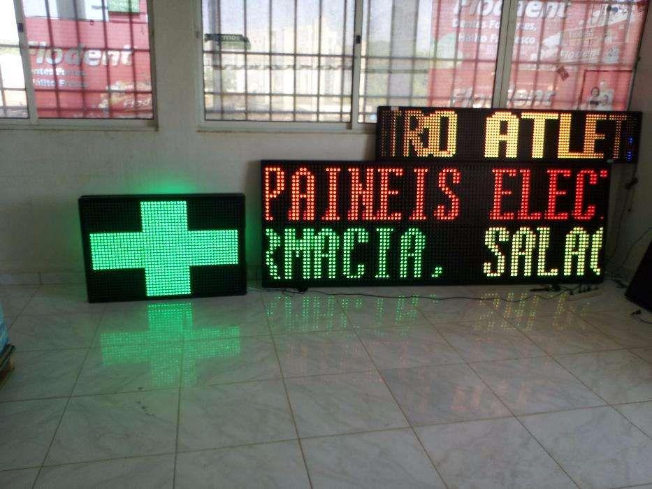 Painéis Eletrônicos (LED) Publicitários Com Escritas Móveis.