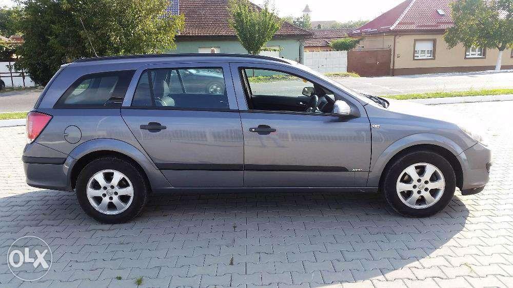 Portiera usa stanga dreapta fata si spate Opel Astra H Caravan Z155