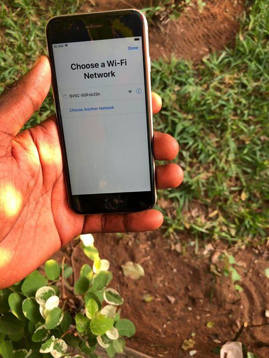 iPhone 6s Locked ID para aproveitar LCD base e bateria limpo