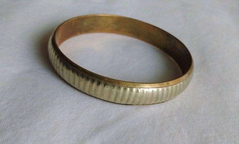 Посребрена, бронзова гривна