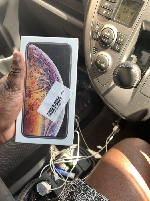 IPhone XS Max gold 64G selado na caixa