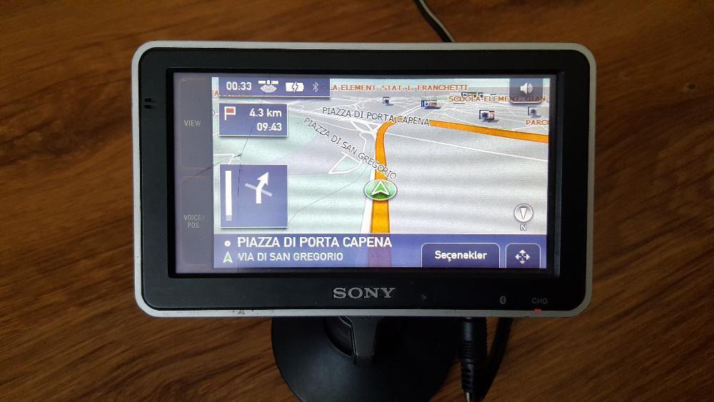 Продавам автомобилна навигация SONY NV-U93TC +оригинална стойка Sony N