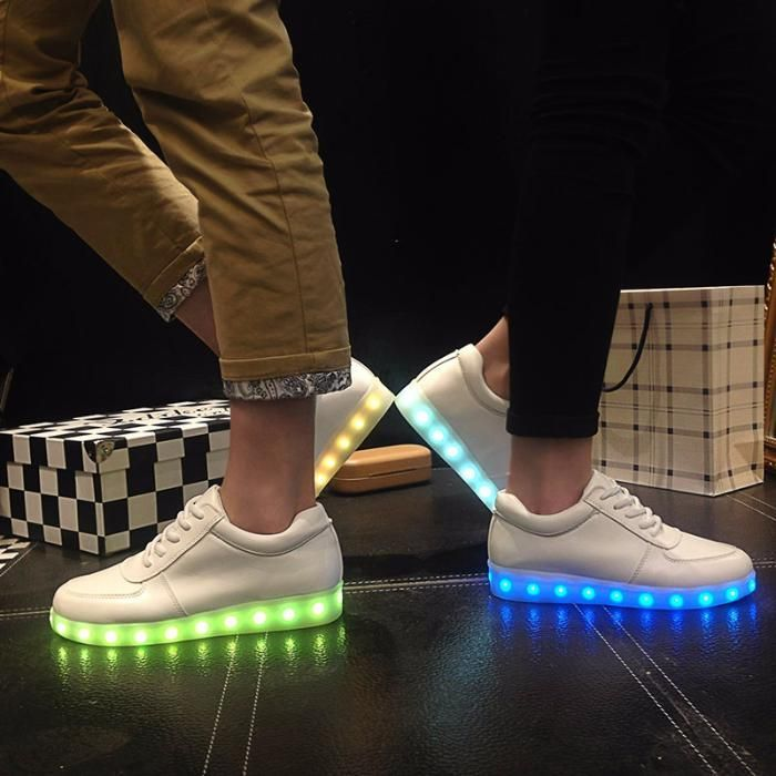 Adidasi cu LED / Leduri Unisex - diverse culori si modele