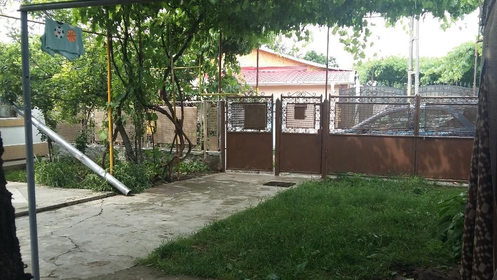Vand Casa cu 300 MP teren Intravilan separat