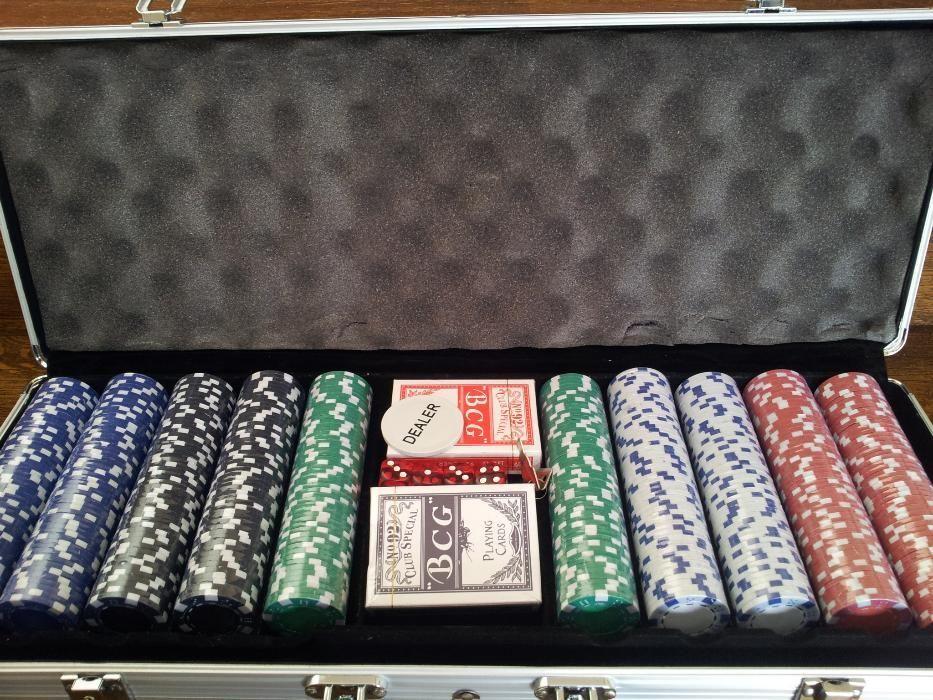 Set poker 500 cu jetoane neimprimate. 11.5 g. Cutie de aluminiu. Nou!