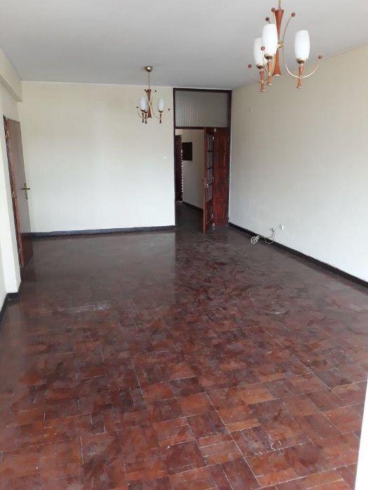 Apartamento T3 na Mutamba, vende-se