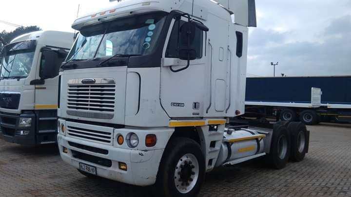 Freightliner a venda na vizinha África do Sul a 500000 Randes