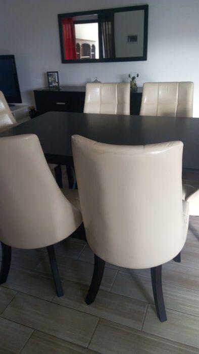 Conjunto de mesa de jantar de seis lugares e cómoda com espelho. Cidade de Matola - imagem 2