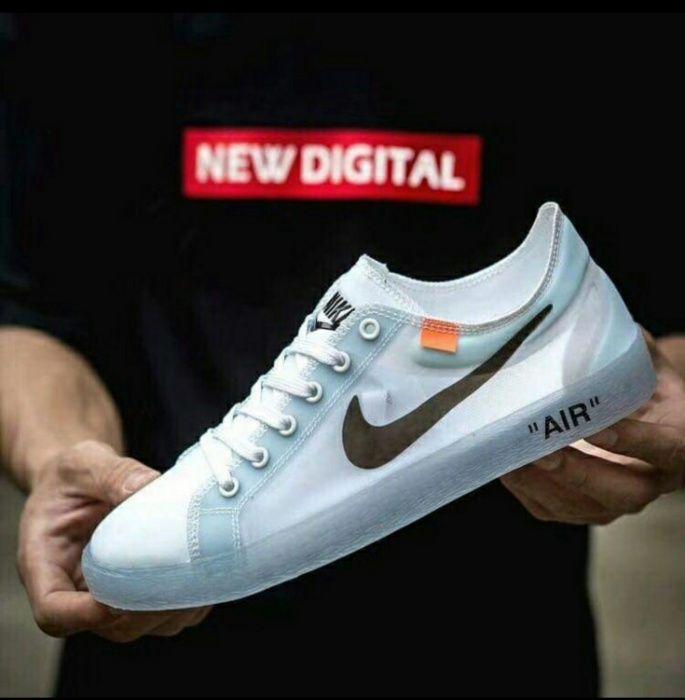 Nike transparente