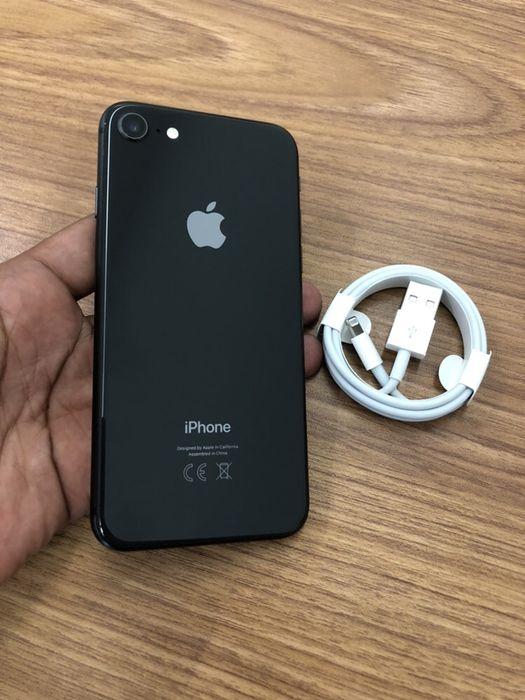 Vendo IPhone 8 64GB Preto com oferta de cabo original