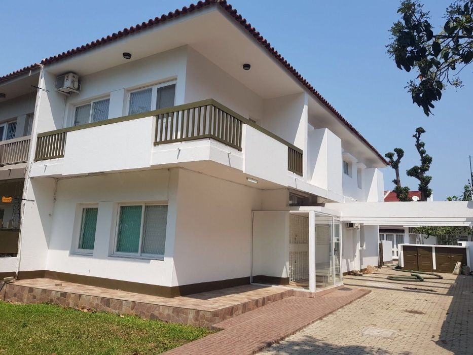 Geminada de 3 dormitórios à venda no Bairro da Sommershield 1