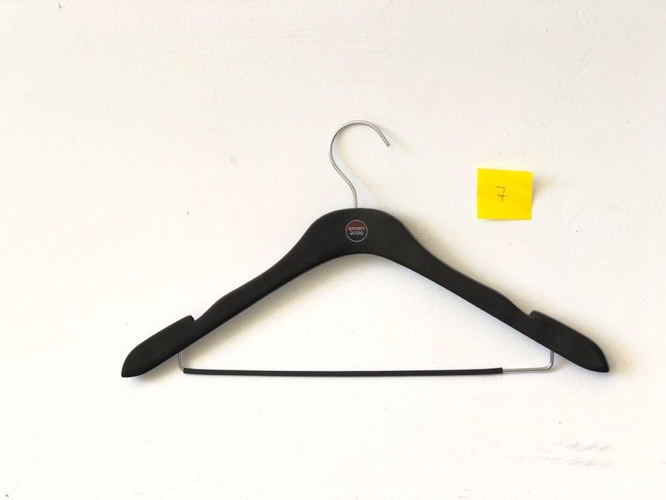 Дървени и пластмасови закачалки за дрехи от 30ст/бр