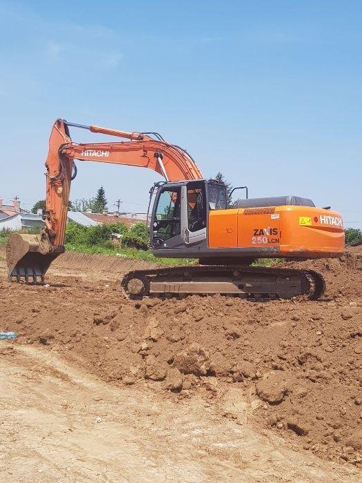 Excavator senile - pneuri CAT - Volvo - Hitachi - JCB de inchiriat