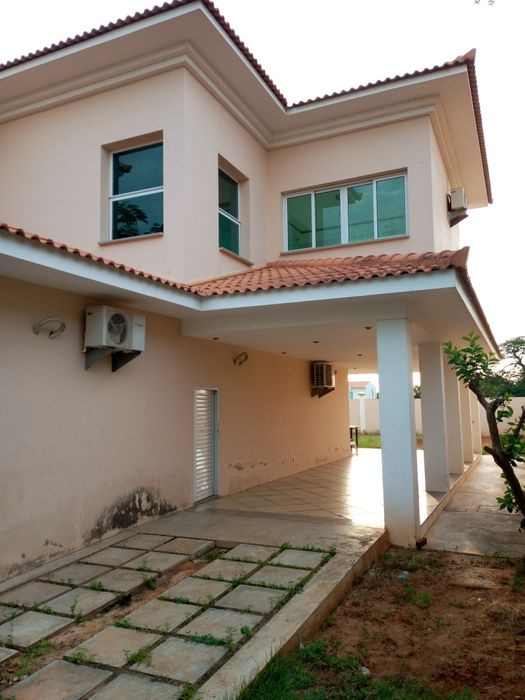 Vendemos Vivenda T6 Condomínio Vila Mar de Talatona