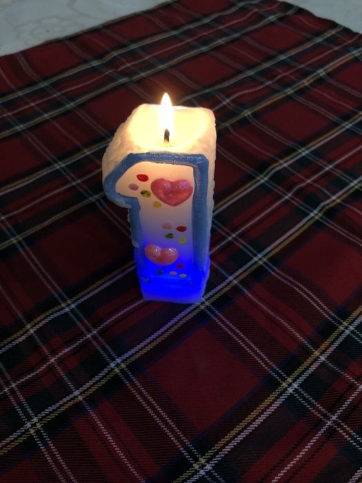 Свечка на 1 годик день рождения, меняет цвета при горении