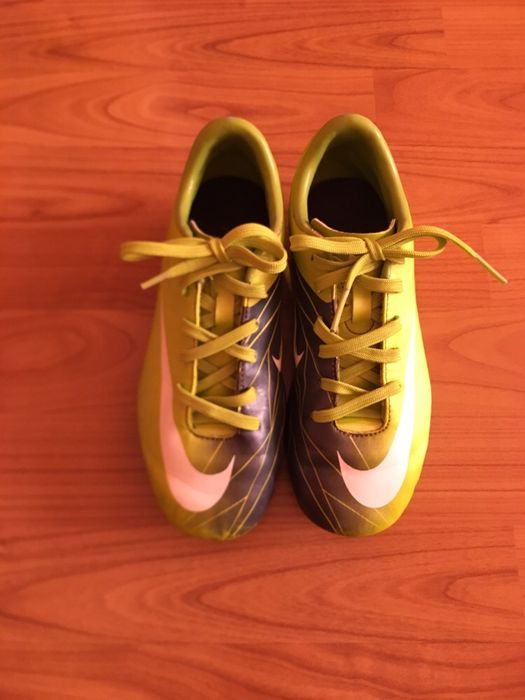 Ghete fotbal Nike Mercurial mărimea 34