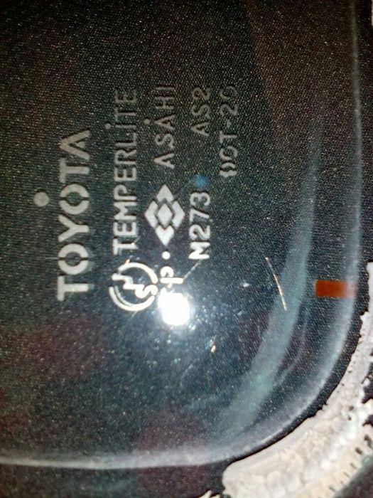 Срочно продам заднее лобовое стекло для Toyota