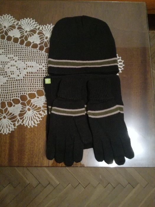 Продавам нови,пакетирани шапка,шал и ръкавици