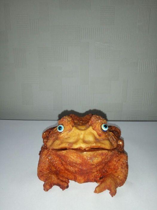 Сувенир шкатулка-пепельница в форме лягушки