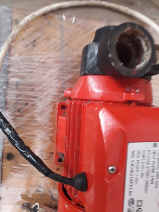 Pompa de apa cu motor 220 v