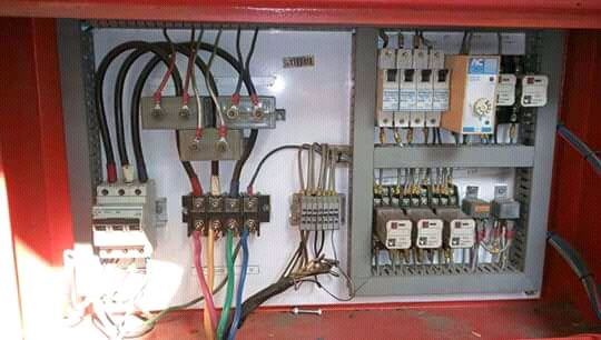 Electricista atencioso