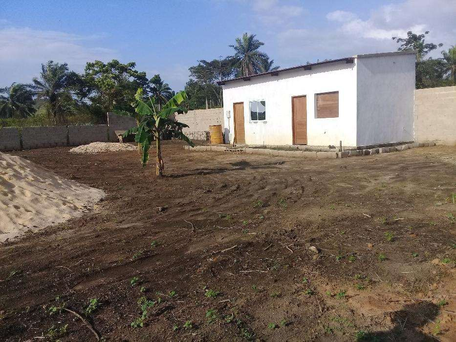 Arrenda-se um quintal com edifício em Cabinda, Buco-Mazi