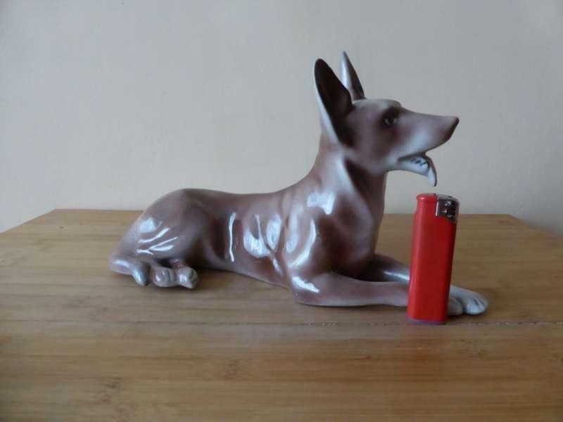 Немска порцеланова фигура Куче 1980 г