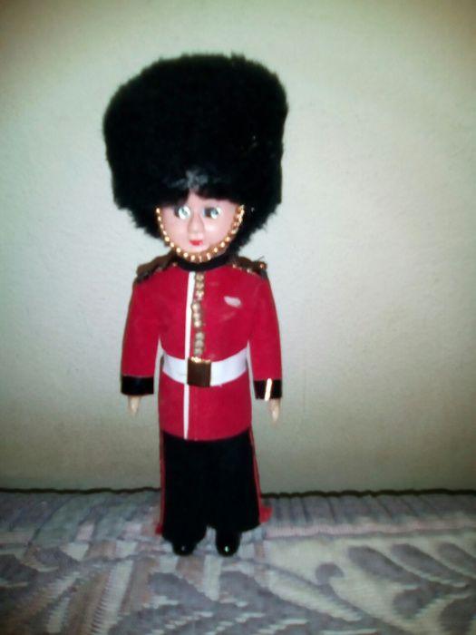 Papuse soldat garda Palat Buckingham